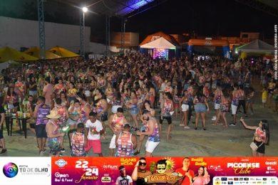 Confira fotos do 1º dia do bloco Cara Lisas no Picoense Clube
