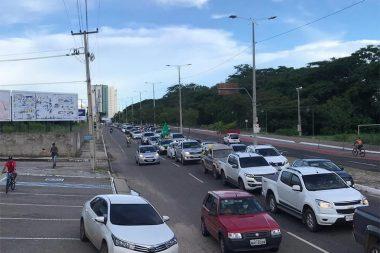 Carreata pela reabertura do comércio reúne mais de mil carros em Teresina