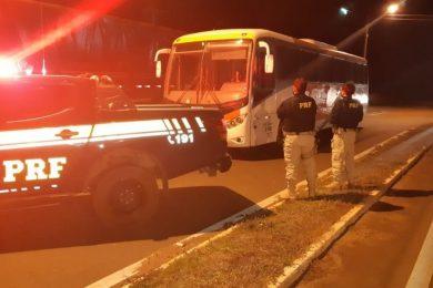 PRF apreende ônibus em Picos com mais de R$ 20 mil em débitos