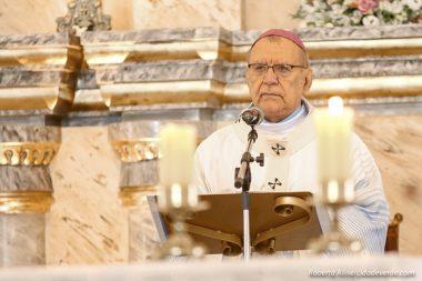 Arcebispo reclama de igrejas vazias e critica lotações em praias e bares no Piauí