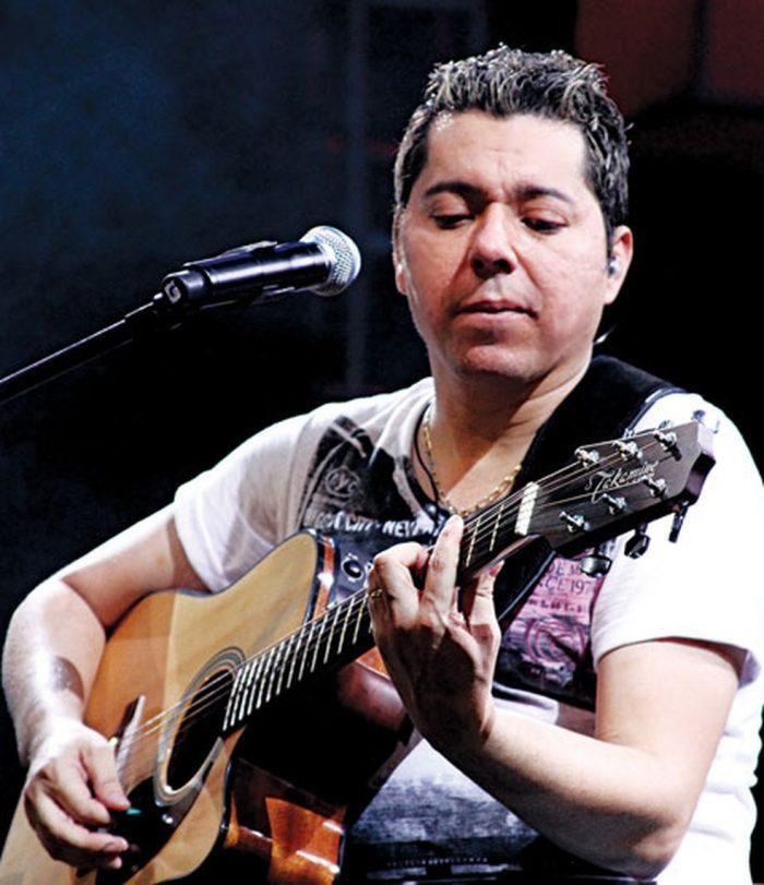 Cantor e compositor Louro Santos morre no Recife aos 49 anos