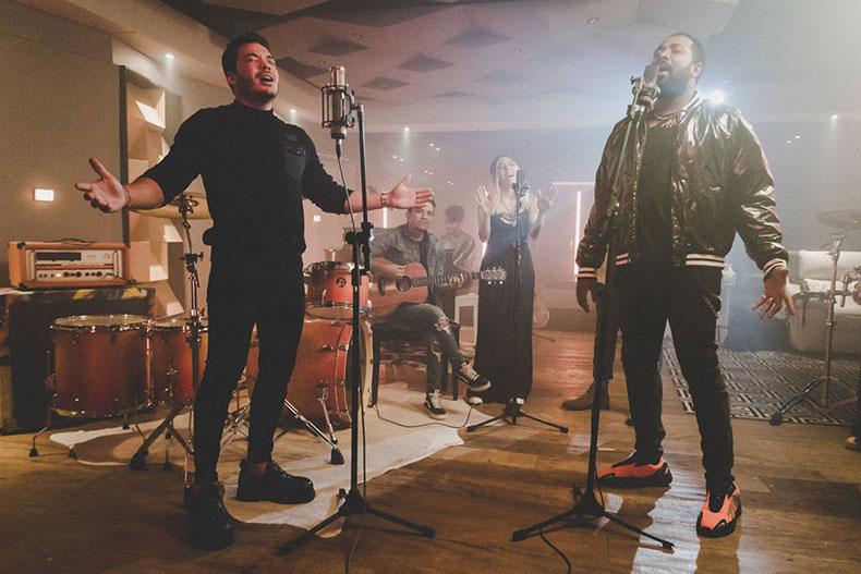 Wesley Safadão lança música gospel em parecia com Clovis e Casa Worship