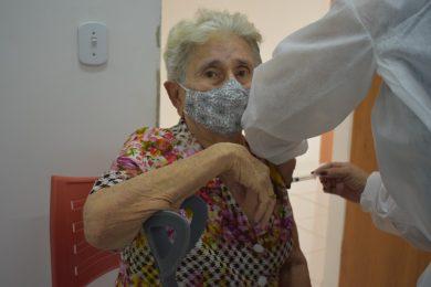 Vacinação contra Covid-19 em idosos de 85 a 89 anos é iniciada em Picos