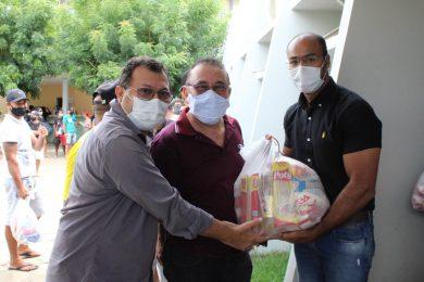 Câmara Municipal de Picos realiza entrega de cestas básicas para artistas