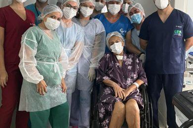 Idosa de Picos vence a Covid-19 após 33 dias internada no Hospital Regional Justino Luz