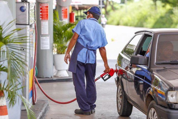 Piauí segue com a gasolina mais cara do Brasil, aponta relatório da ANP