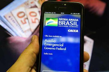 Governo se planeja para estender auxílio emergencial até 2022
