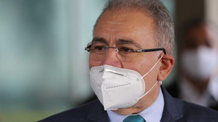 Máscara ao ar livre deve deixar de ser obrigatória até novembro, avalia Queiroga