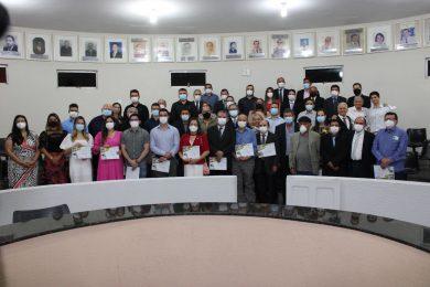 Câmara de Vereadores homenageia Médicos picoenses