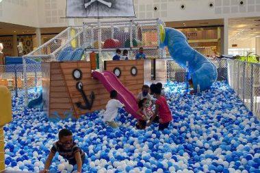 Loja Maçônica Rei Salomão leva crianças para lazer no shopping