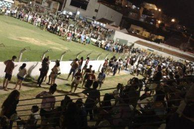 Vacinação de adolescentes gera filas e aglomeração em Picos